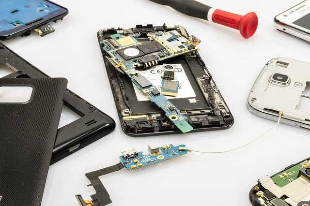 Como abrir uma empresa de manutenção de celulares - Celular desmanchado